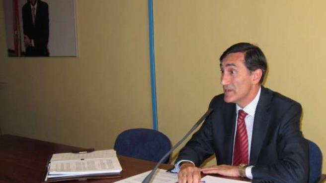 El Militante Del PP Juan Ignacio De Los Mozos, En La Sede Del Partido