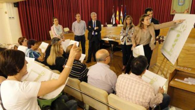 Gamarra Explica A Los Vecinos La Reurbanización Del Palacio De Justicia