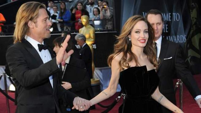 Brad Pitt y Angelina Jolie, a su llegada a los Oscar.