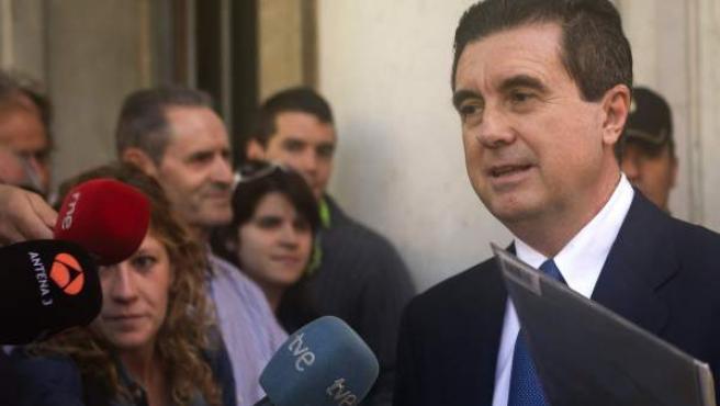 El expresidente del Gobierno balearJaume Matas, abandona los juzgados de Palma de Mallorca.