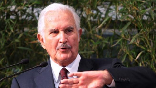 Carlos Fuentes en un evento en la Universidad Veracruzana, del estado mexicano de Veracruz.