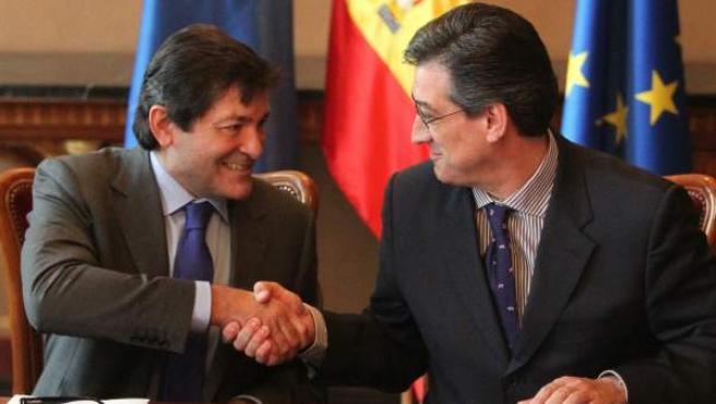 El candidato socialista a la Presidencia del Principado, Javier Fernández (i) y el diputado de UPyD, Ignacio Prendes.