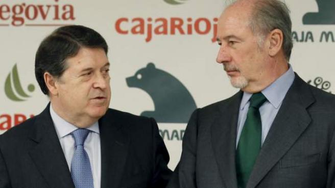 El expresidente de Caja Madrid, Rodrigo Rato (d), y el de Bancaja, José Luis Olivas, en una imagen de archivo.