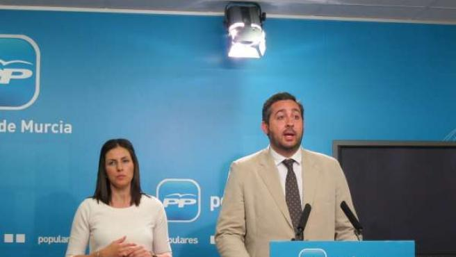 El Presidente De NNGG Junto A La Portavoz Del PP