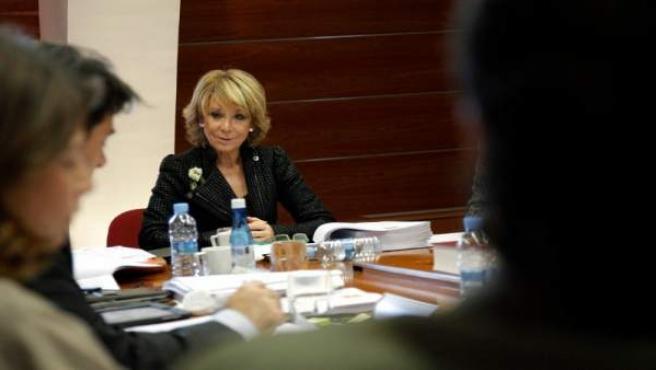 Esperanza Aguirre durante la reunión de este jueves con los miembros de su Gobierno