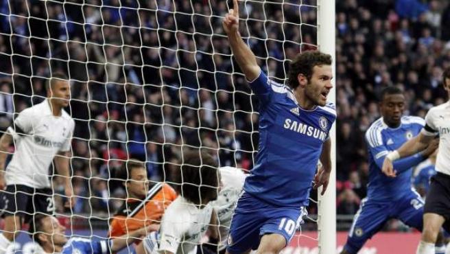 El español Juan Mata celebra un gol con el Chelsea.
