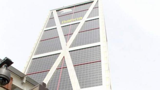 Uno de los consejeros de Bankia llega a la sede de la entidad.