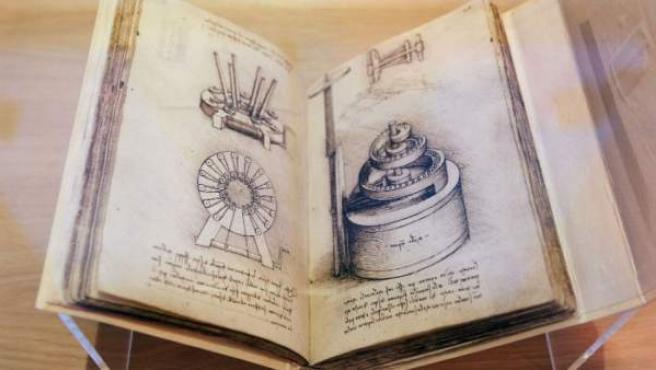 Imagen de uno de los códices incluidos en la muestra 'El imaginario de Leonardo. Códices Madrid de la Biblioteca Nacional de España'.