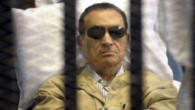El expresidente egipcio Hosni Mubarak durante el juicio en el que fue condenado a cadena perpetua.