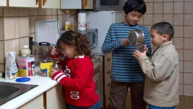 Imagen de unos niños en su hogar.