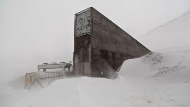Entrada a la instalación que almacena el banco mundial de semillas