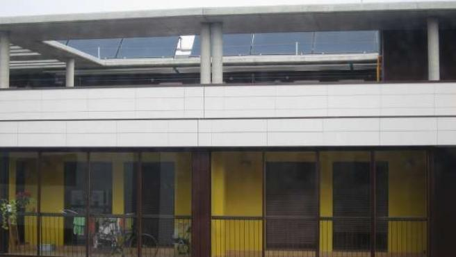 Vivienda De Zaragoza Con Placas Solares. Medioambiente Energías Renovables Solar