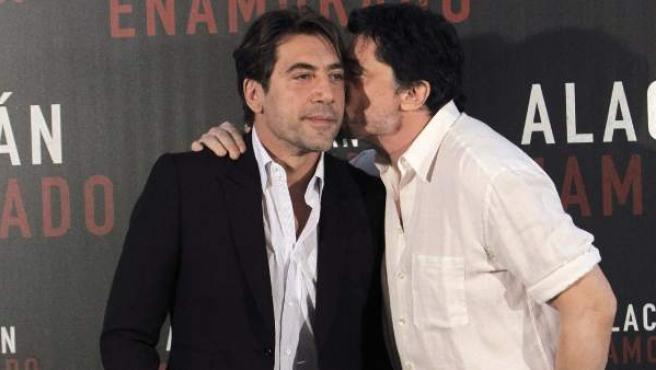 Javier Bardem (izda) y Carlos Bardem durante la presentación de 'Alacrán enamorado'.