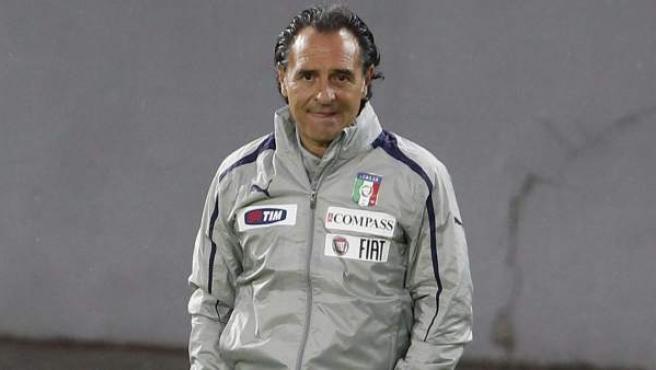 Cesare Prandelli en un entrenamiento de la selección de Italia.