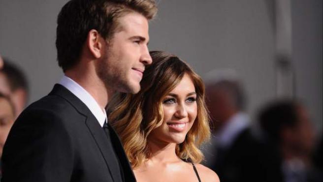 Miley Cyrus y Liam Hemsworth en una presentación de la película 'Los juegos del hambre'.