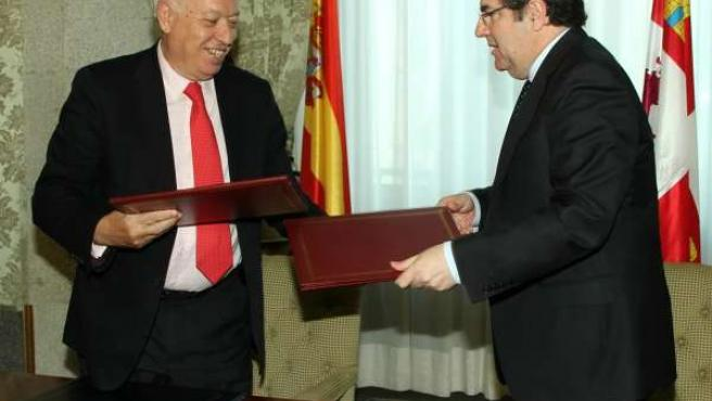 García-Margallo Y Herrera Firman El Convenio