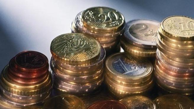 Un montón de monedas de euro.