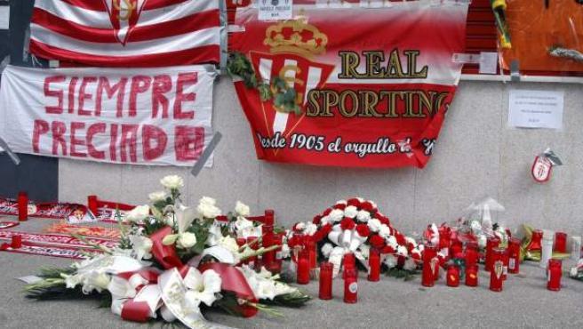 Homenaje en los alrededores del estadio de El Molinón, en Gijón, a Manolo Preciado.