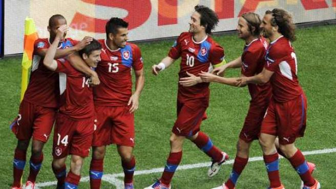 Los jugadores de la República Checa celebran el gol de Pilar ante Grecia.