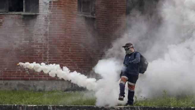 Enfrentamientos entre mineros y policía en el pozo Sotón de San Martín del Rey Aurelio (Asturias) en las protestas que lleva a cabo la minería del carbón en huelga indefinida contra los recortes en este sector.