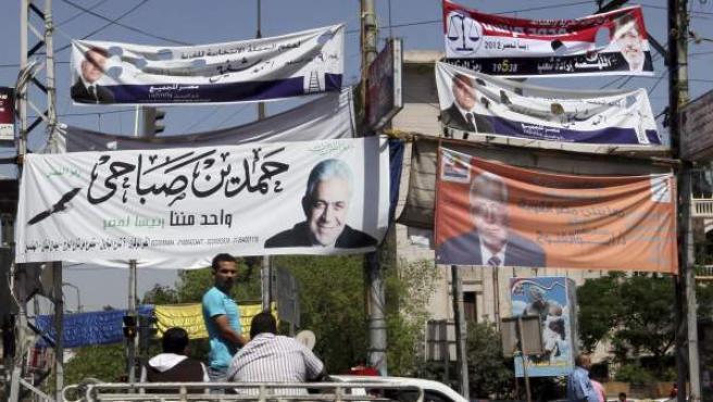 Carteles electorales en El Cairo.