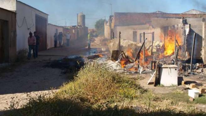 Incendio De Una Chabola En Lepe (Huelva).