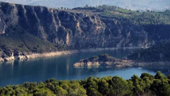 Sus aguas refrescan y embellecen los riscos de La Alcarria.