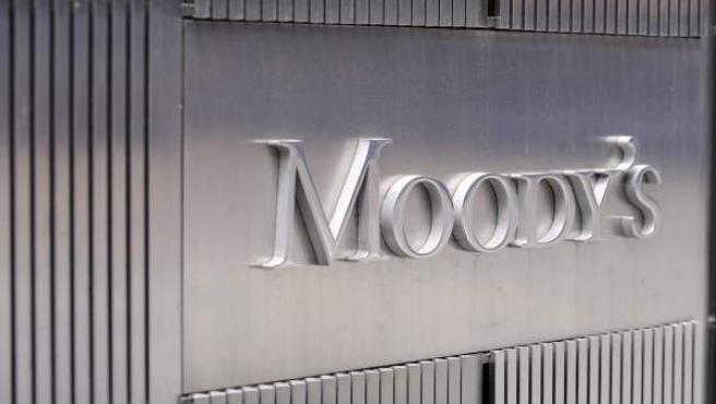 Imágen corporativa de Moody's en las oficinas centrales de la agencia en Nueva York (Estados Unidos).