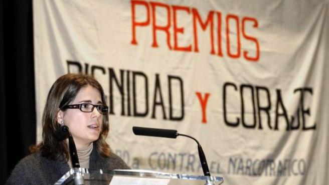 La hija de Baltasar Garzón, María, en la recepción del premio 'Dignidad y Coraje' en representación de su padre.
