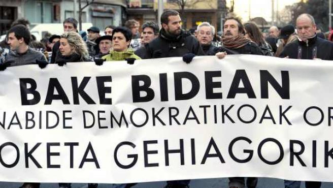 Miembros de la izquierda abertzale se maniefiestan en las calles de Pamplona.