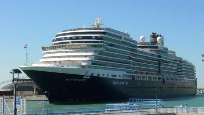 El Buque De Crucero Nieuw Amsterdam En El Puerto De Málaga