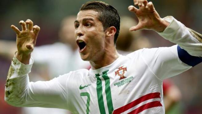 Cristiano Ronaldo, delantero de Portugal, celebra su gol ante la República Checa.