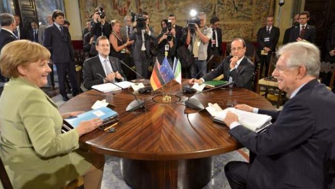 Cumbre cuatripartita en Roma con Angela Merkel, Mariano Rajoy, François Hollande y Mario Monti.