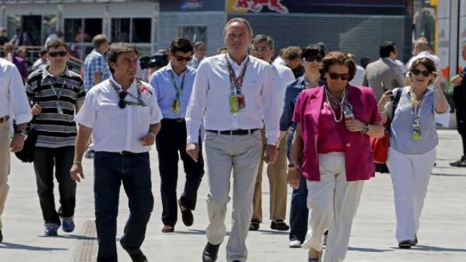 El presidente de la Comunidad Valenciana, Alberto Fabra, junto a la alcaldesa de Valencia, Rita Barberá, pasean po el Circuit de Valencia durante la celebración de una prueba de F1.