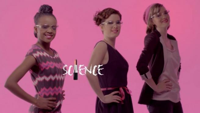 Polémica campaña #CientíficasConTacones.