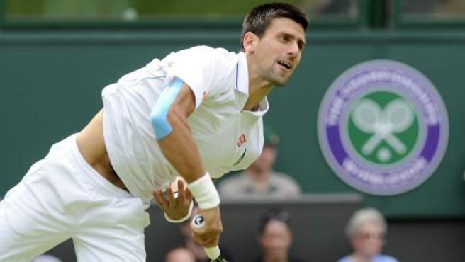 Novak Djokovic en su debut en Wimbledon.