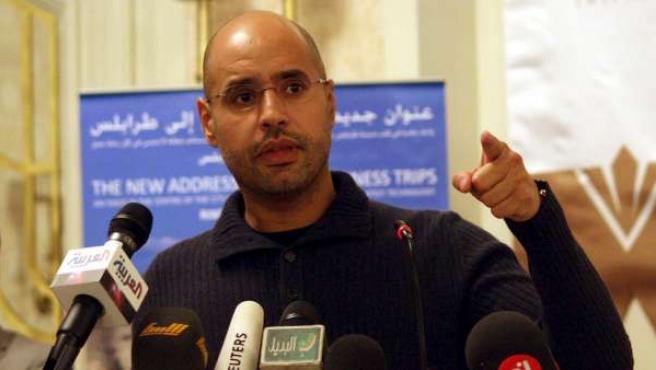 Saif al Islam, hijo del dirigente libio Muamar Gadafi, durante una rueda de prensa en Trípoli.