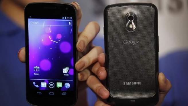 El terminal Samsung Galaxy Nexus, primer 'smartphone' con Android 4.0 Ice Cream Sandwich.