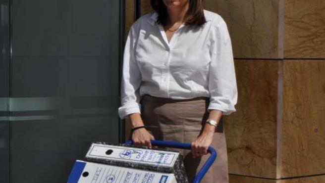 La Gerente De Ceacop, Ana Chocano, Presentando Reclamación Ante La Junta