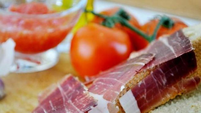 Jamón y tomate, una mezcla clásica de nuestra cocina.