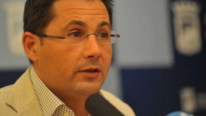 El concejal de Derechos Sociales, Francisco Pomares, durante una rueda de prensa