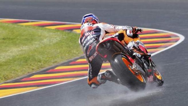 El piloto australiano de Moto GP Casey Stoner de Repsol Honda, durante los primeros entrenamientos para el Gran Premio de Alemania de MotoGP.
