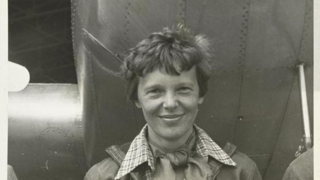 Foto de Amelia Earhart tomada por Underwood & Underwood en el año de la muerte de la aviadora