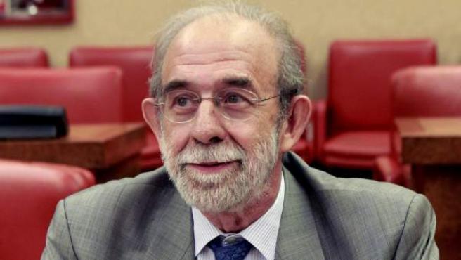 Fernando Valdés (d), uno de los cuatro candidatos propuestos por los grupos del Congreso para ocupar sendas vacantes en el Tribunal Constitucional.