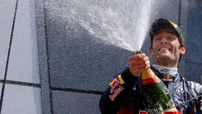 Webber brindando con champán