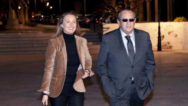 Andrea Fabra, con su padre, el ex presidente de la Diputación de Castellón y presidente del PP provincial, Carlos Fabra.