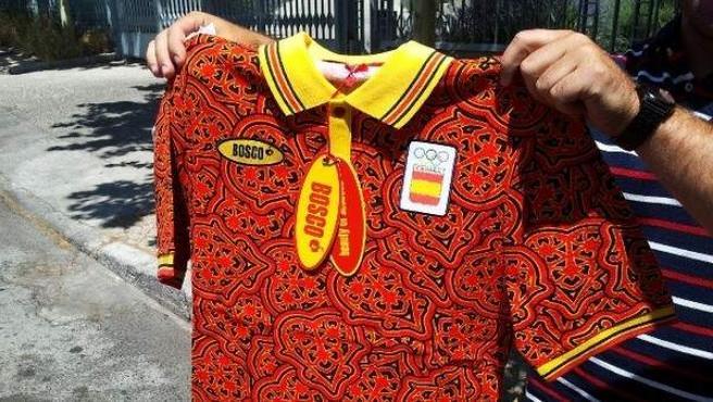 Imagen de una camiseta que forma parte del uniforme diseñado por la firma rusa Bosco para los deportistas españoles en los Juegos Olímpicos de Londres.c