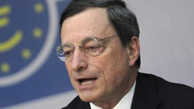 El presidente del Banco Central Europeo (BCE), Mario Draghi se dirige a los medios de comunicación en Fráncfort, Alemania.