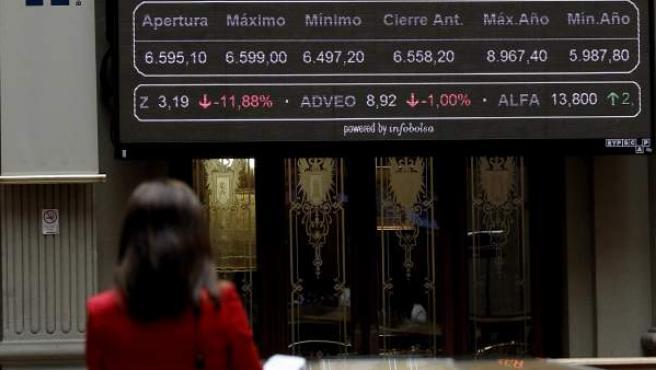 Paneles de cotización de la Bolsa de Madrid este miércoles.