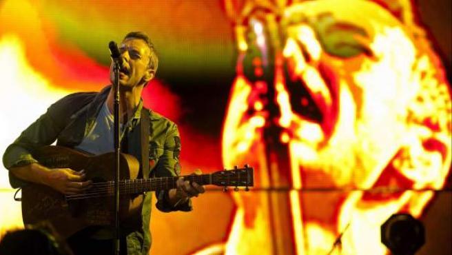 El cantante y guitarrista de la banda británica Coldplay, Chris Martin, durante el concierto ofrecido en el Bilbao BBK Live Festival.